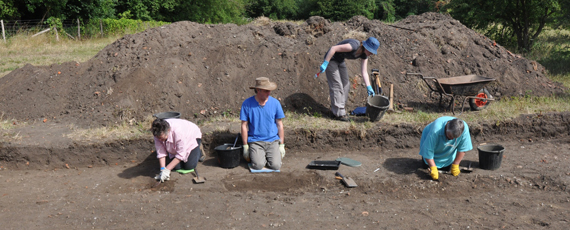 Trowelling carefully<br />and putting finds in trays